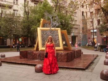 СРОЧНО ТРЕБУЕТСЯ БРИГАДИР МАССОВКИ  - Я у фонтанаSL389242 ++.JPG