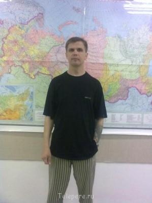 Сергей 38 лет, 181 рост, 48-50 размер одежды... - У карты по пояс с наколкой.jpg